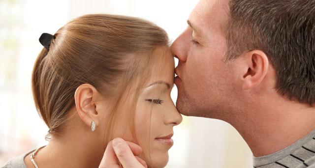 când sărut o fată am o erecție)