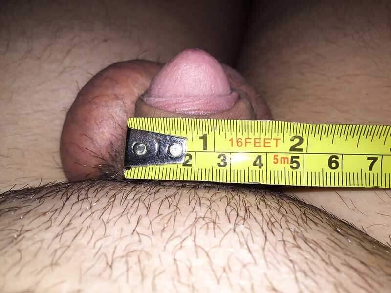 bărbați cu penisuri