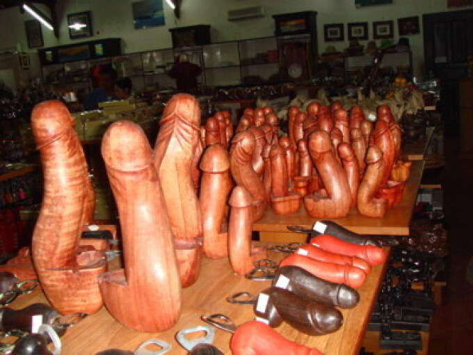 femeile bat penisul