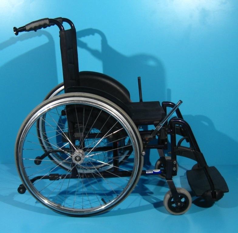 scaun cu rotile de erecție)